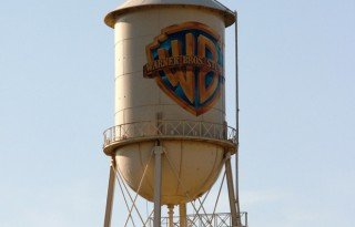 Illustration Warner Bros Logo (David M. Albrecht / Shutterstock.com)